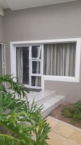Dennecres4, safe and secure guest room