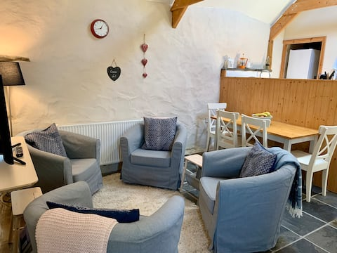 Ty Fferm - barn conversion in the heart of Trefin