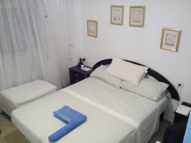 Habitación matrimonio con cama plegable