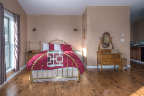 Country Encounters  accommodations - Queen suite