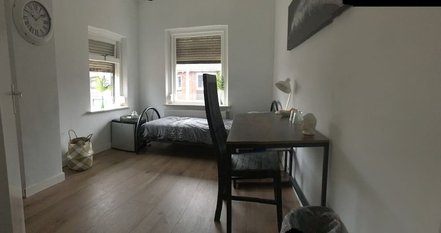 Clean, quiet room on a hotspot in Enschede!