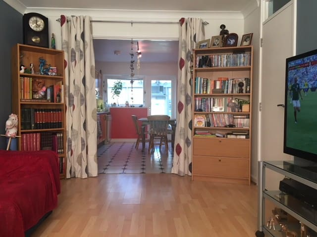 Nice room in house near Clapham Junction Station