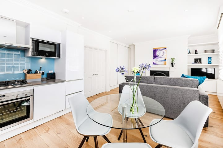 A STYLISH 1-BED IN SOHO #2