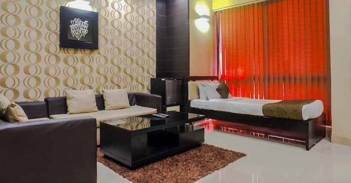 Studio Room in Greams Road, Chennai - GREAP1
