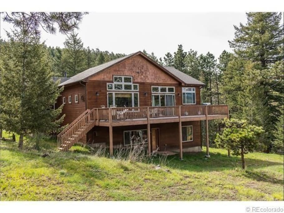 A secluded getaway in Evergreen, CO!  Entire downstairs includes a large bedroom with a jack and jill bath.  Large family room with TV.  Private entrance and peaceful deck where you can enjoy nature.