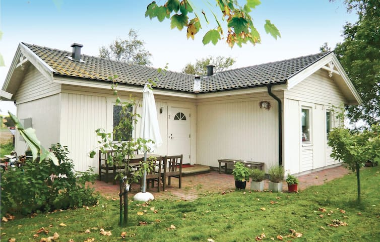 Holiday cottage with 3 bedrooms on 80 m² in Farhult