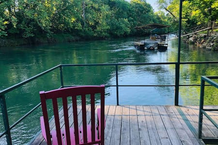 GW's Rainbow Island Red River Lodge