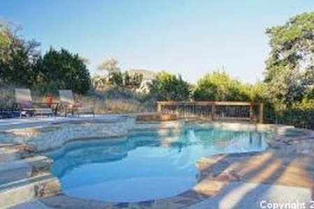 1-3 private rooms available with fun family - Bulverde - Ev