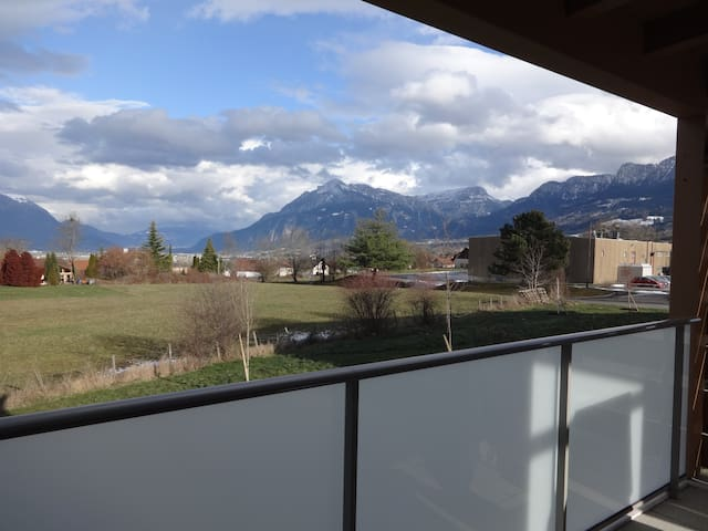 Appartement neuf lumineux vue sur montagnes