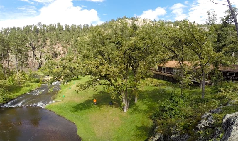 Swimming Hole w/Cabin - Rapid City - Apartment