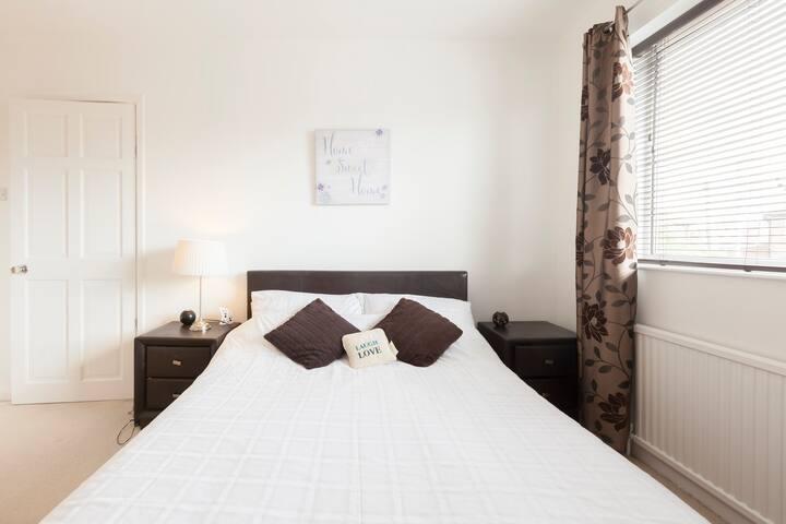 Double bright modern room in Leeds