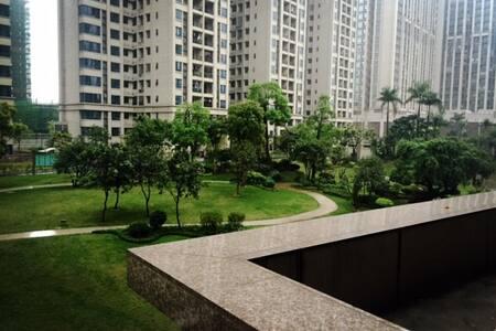 位于成熟社区的拥有大露台的友好型公寓 - Guangzhou