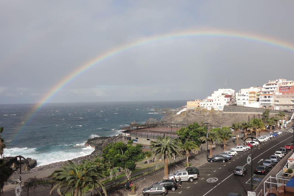 Вид с солярия Club La Mar на океан