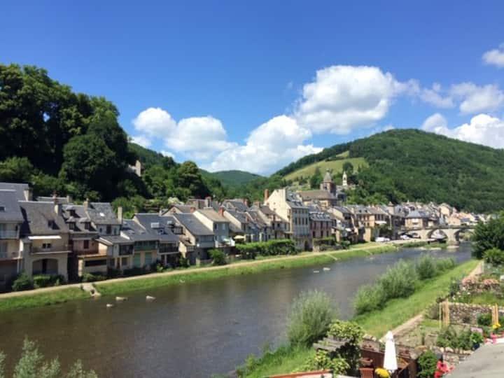 Gîte 5 personnes vue sur Lot -Saint Geniez Aveyron
