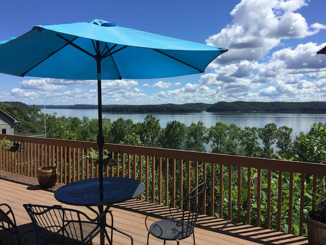 2 BR Suite waterfront Lake Monroe