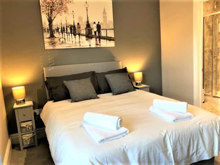 Eclipse House 4 Bedrooms TV in bedrooms. Free Wifi