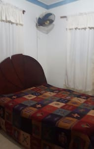 Rento habitación con baño derecho a uso de salon y