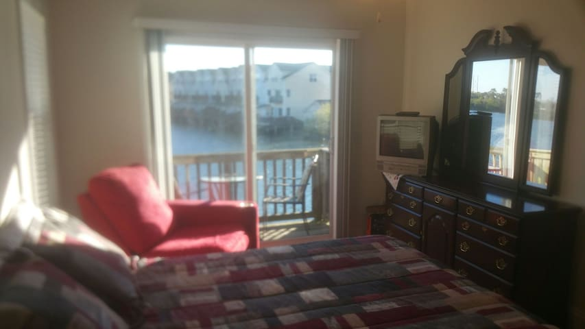 Lakefront Townhome with great view! - North Charleston - Apartmen
