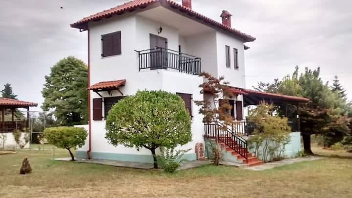 3br renovated villa just mins from the beach!