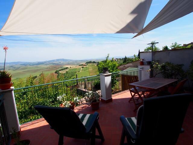 Terrazza con vista mozzafiato - Lajatico - Apartment