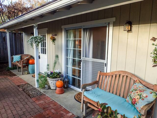 Peaceful Garden Cottage