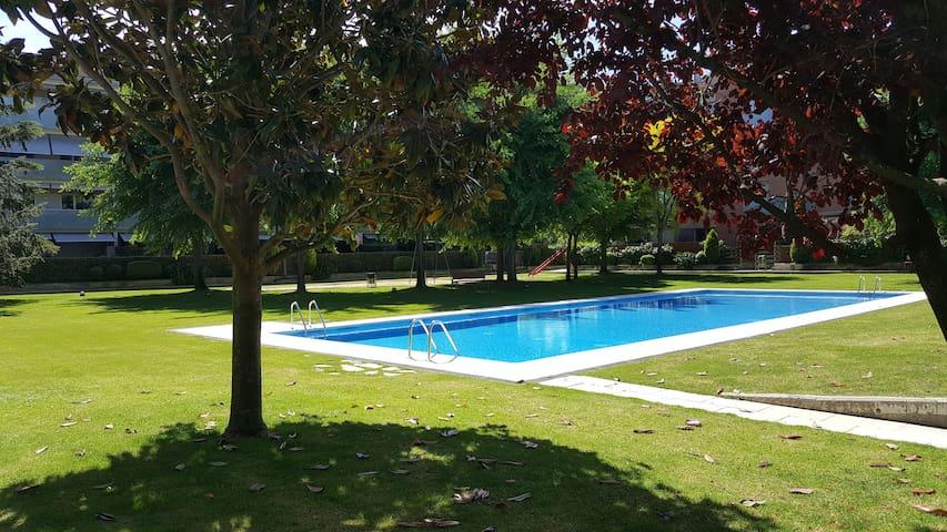 Luminoso ático duplex con parking piscina y padel. - Sant Cugat del Vallès - Apartment