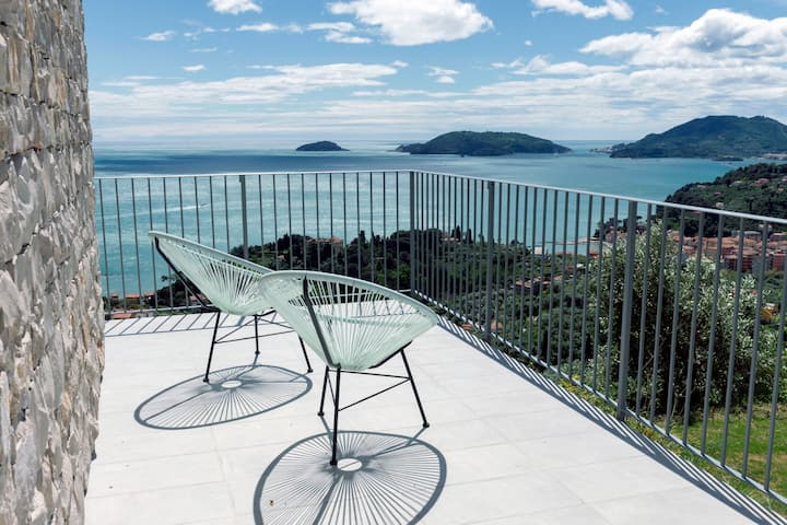 The Poet House. Sea View, pool + parking in Lerici