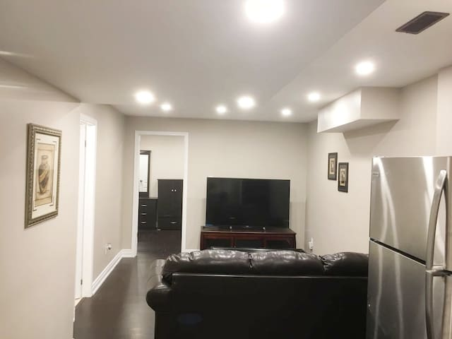 Spacious & Cozy Basement Apt-Mins from Mississauga