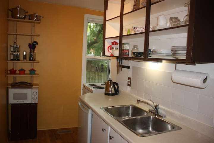 Charming & Cozy Studio Apt. in Uptown Waterloo - Waterloo - Appartement