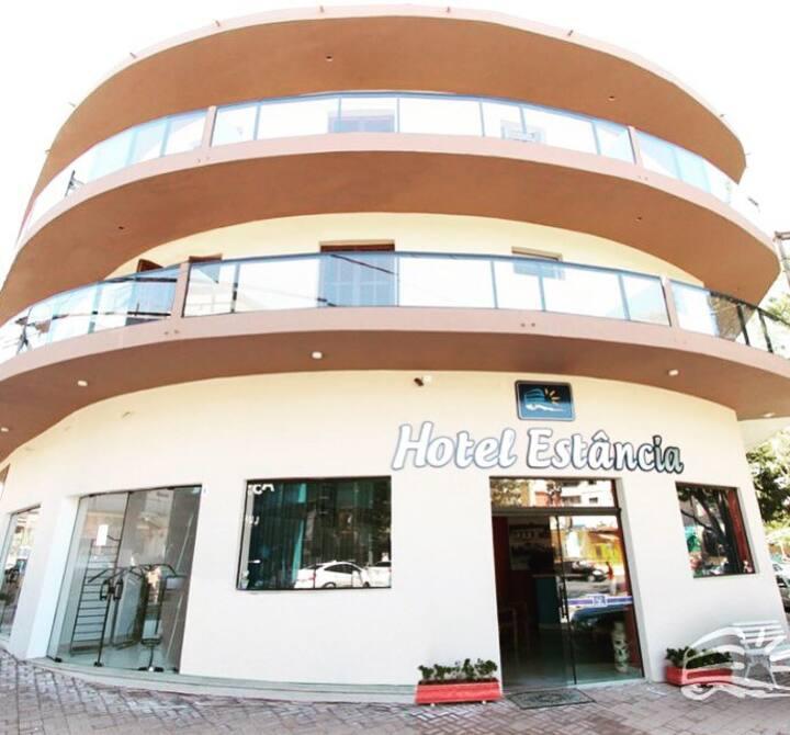Hotel Estância, no coração da cidade.