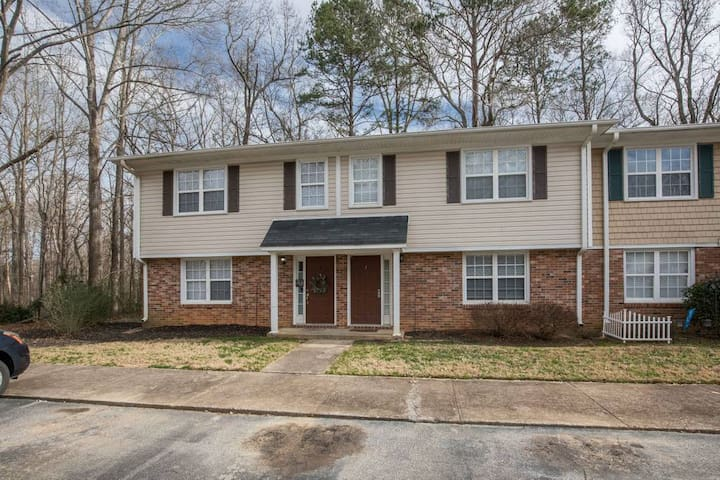 Simpsonville Retreat - perfect for exploring downtown Simpsonville and available for Fall for Greenville!