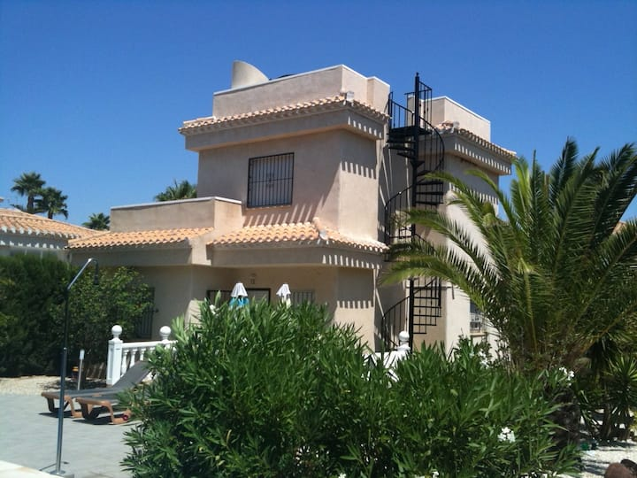 1st class 3 bed villa with large private pool.
