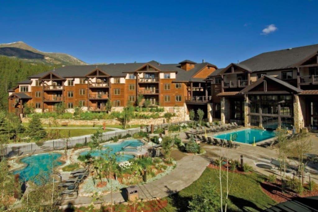 Two outdoor pools, multiple hot tubs