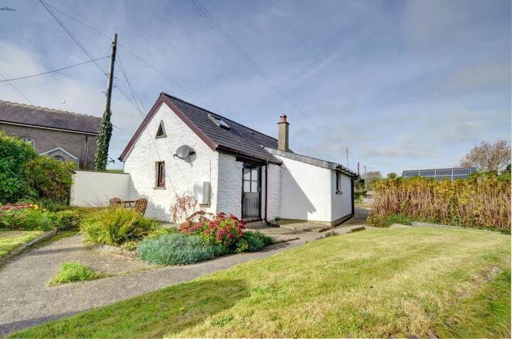 Bwthyn-Y-Gorwel,Romantic  cottage .Pembrokeshire