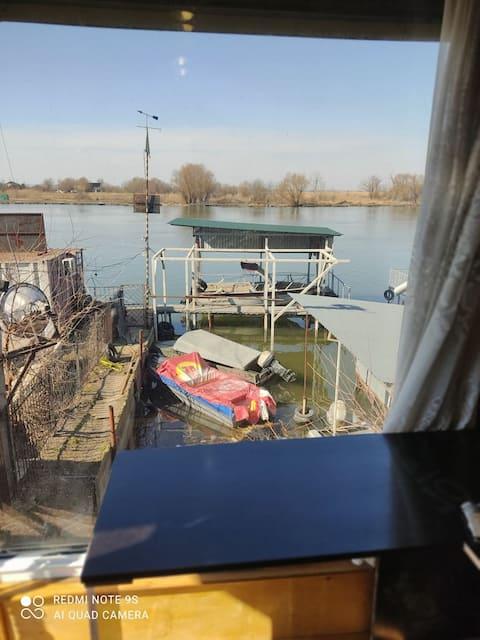 Дом на берегу Днестра. Комплекс полностью закрыт.