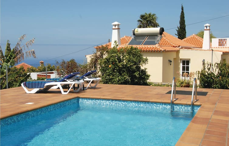 Holiday cottage with 2 bedrooms on 125 m² in Tijarafe