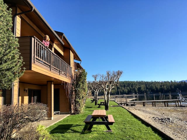 Cabins (2 avail) on beautiful Lake Pend Oreille