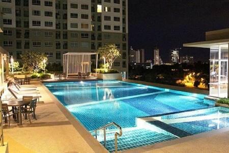 Cozy Seaview 1 BR (32 sqm) Corner Unit - Muang Pattaya
