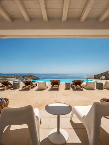 Luxury villa with stunning views above Kalo Livadi - Míkonos - House