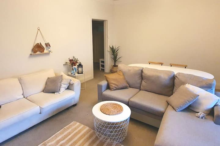 Fully equipped 1 BR, 3min to beach, 20min to City