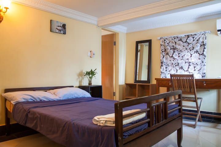 P.  Cute aircon room with Ensuite! - Phnom Penh - Apartamento