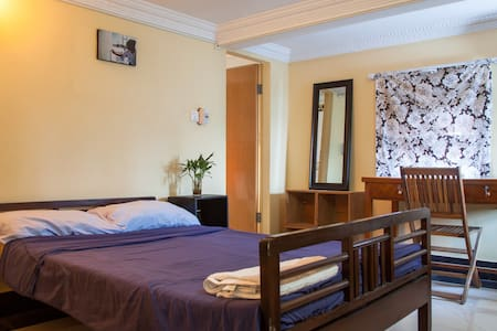 P.  Cute aircon room with Ensuite! - Phnom Penh - 公寓