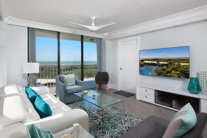 Enjoy beachfront living at the beautifully renovated Condo in prime Resort !