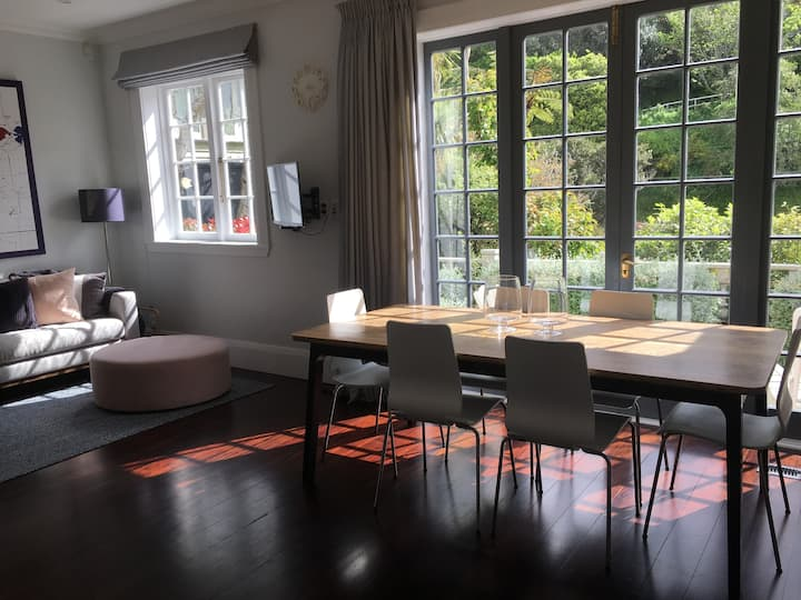 Stunning city-end Wadestown character home + Spa
