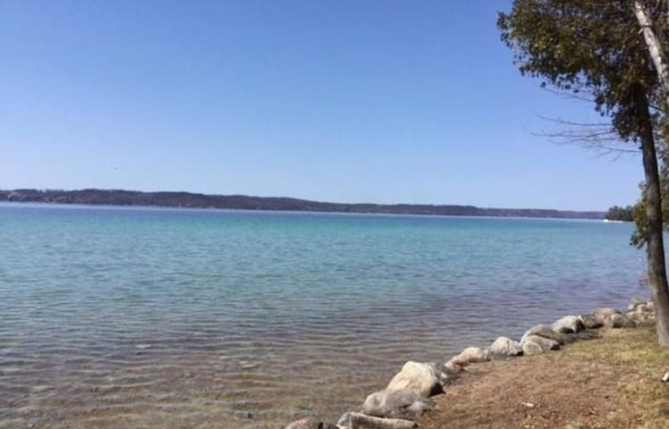 Torch Lake: Triple L Cabin
