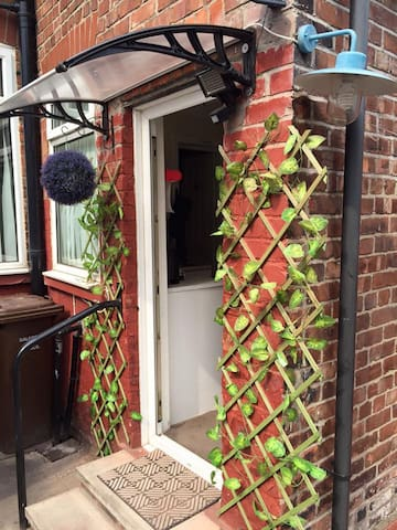 Lovely double bedroom for single person - Salford - Maison
