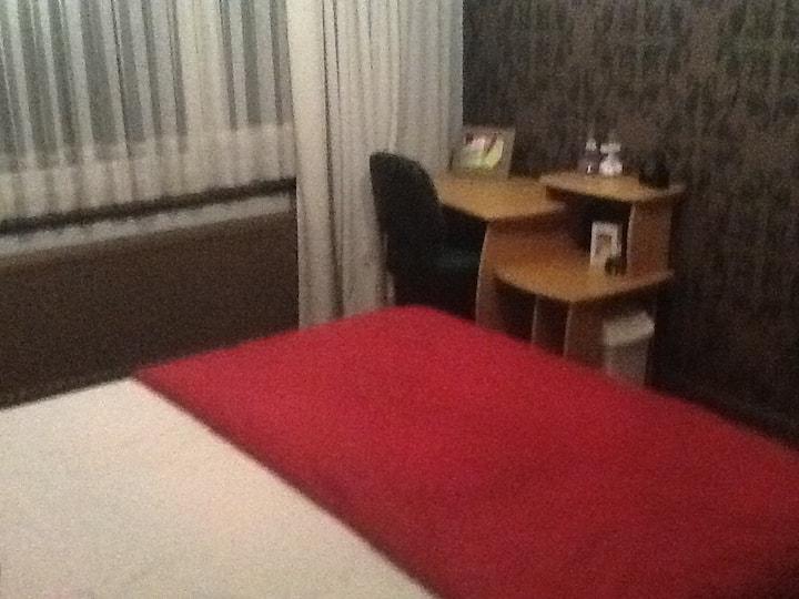 Ruime kamer rustig nabij E313