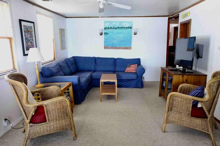 Getaway Cottage w/Beachfront Access to Barron Lk
