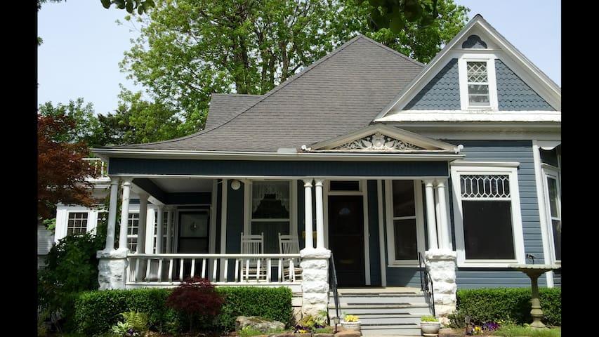Clare's Guest House - Bentonville - Ev