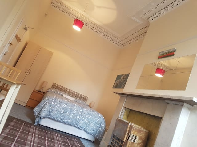 Large cosy private room near Glasgow University(3)